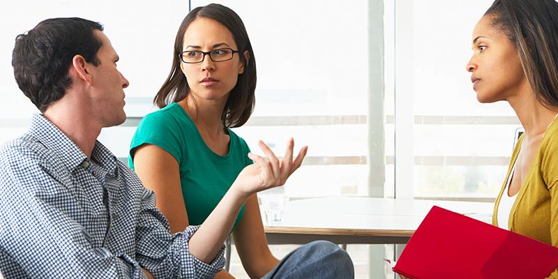 شوهرتان را در تقاضای کمک از دیگران تشویق کنید