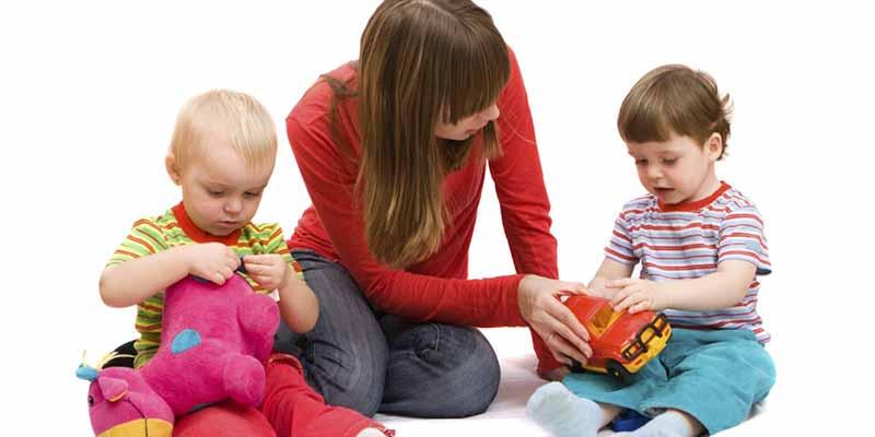 بازی درمانی کودک محور مبتنی بر رابطه کودک –والد  (CPRT)