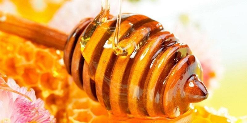 خواص عسل برای پوست های چرب و جوش دار